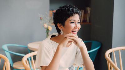 H'Hen Niê 'đóng MV' hát hit Bốn chữ lắm của Trúc Nhân với chất giọng gây bất ngờ!