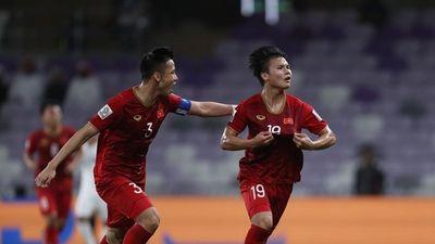Bàn thắng đẹp Asian Cup: Quang Hải bị tiền đạo Trung Quốc bỏ xa