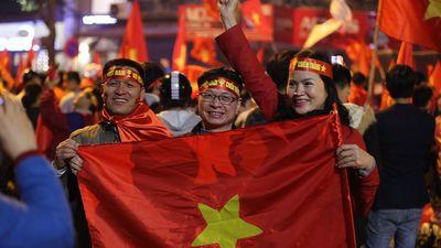 Hà Nội rợp cờ hoa trong ngày tuyển Việt Nam chiến thắng