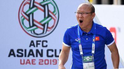 Phản ứng của HLV Park Hang-seo ghi chứng kiến Quang Hải bị chơi xấu và Tiến Dũng ghi bàn