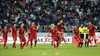 Các cầu thủ đội tuyển Việt Nam 'quẩy' tưng bừng mừng chiến thắng