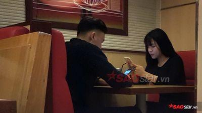 Đặng Văn Lâm gây sốt khi lộ ảnh 'khóa môi' bạn gái nóng bỏng