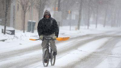 Nước Mỹ chìm trong bão tuyết và giá lạnh mùa đông