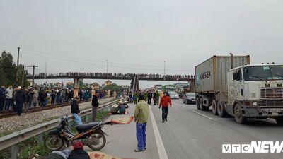 Tai nạn thảm khốc, 8 người chết ở Hải Dương: 'Nghe tiếng phanh xe kêu két, tôi quay lại thấy người nằm la liệt'
