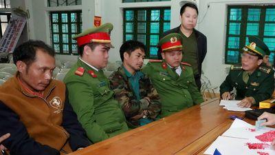 Hai người nước ngoài tuồn 2.000 viên ma túy vào Việt Nam