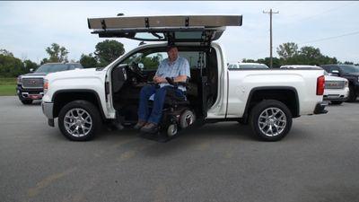 Ngồi xe lăn cũng có thể lái ôtô dễ dàng nhờ thiết bị này