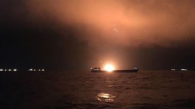 Tàu nước ngoài bất ngờ bốc cháy gần eo biển Kerch