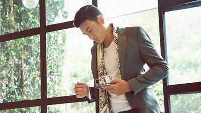 Hết bắt bóng giỏi lại trổ tài nhảy sexy trên nền nhạc hit mới của Bảo Anh, Đặng Văn Lâm khiến fans nữ 'đau tim'