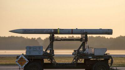 Tên lửa không đối không AIM-120: Sát thủ diệt chiến đấu cơ của Mỹ