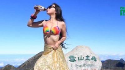 Diện bikini leo núi, cô gái trẻ thiệt mạng vì quá lạnh