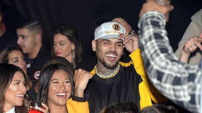 Chris Brown bị bắt giữ tại Pháp vì bị tố cưỡng hiếp người mẫu ở cấp độ nghiêm trọng