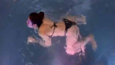 Phương Trinh Jolie gây tranh cãi khi tung clip tập bơi đến thầy dạy cũng phải bó tay không hiểu