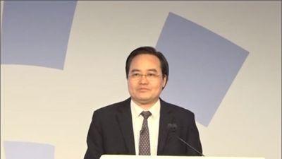 Ông Phùng Xuân Nhạ phát biểu tại Diễn đàn giáo dục thế giới bằng tiếng Anh