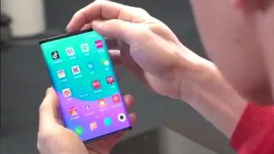 Smartphone màn hình gập hai lần của Xiaomi lộ diện