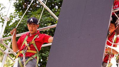 Công nhân tất bật lắp 5 màn hình LED phục vụ người hâm mộ Sài Gòn