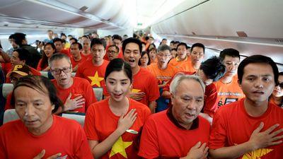Cả nước háo hức chờ đợi tiếng còi khai trận Việt Nam - Nhật Bản