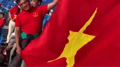 Góc khán đài rực đỏ của CĐV Việt Nam ở tứ kết Asian Cup 2019