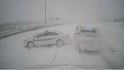 Tai nạn liên hoàn giữa 5 xe vì trời tuyết lớn