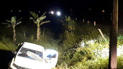 Cảnh sát vây bắt nhóm đối tượng ôm súng cố thủ nhiều giờ trong xe
