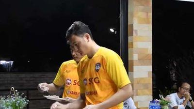 Cận cảnh: Bữa ăn của thủ môn Đặng Văn Lâm ở Muangthong United