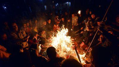 Dân Thủ đô đổ xô 'xin đỏ' đầu năm trong đêm