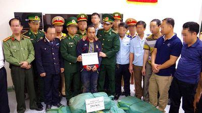 Bắt đối tượng vận chuyển ma túy ở Hà Tĩnh, thu giữ 294 kg ma túy đá