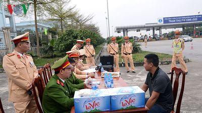 Phát hiện 2 lái xe dương tính với ma túy trên cao tốc Nội Bài-Lào Cai