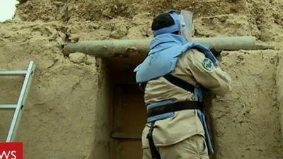 Ngôi làng được xây từ hơn 400 tên lửa chứa đầy chất nổ TNT