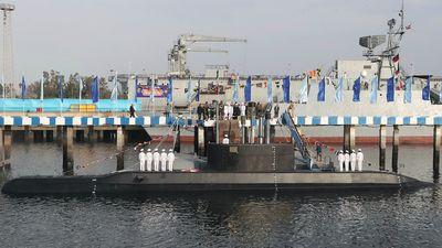 Iran trình làng tàu ngầm có thể phóng tên lửa hành trình