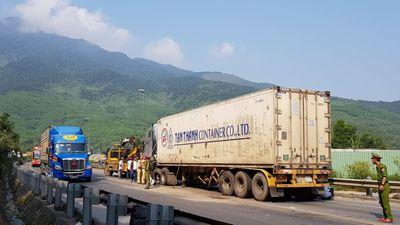 Tai nạn giao thông trên hầm Hải Vân: Xe khách có dấu hiệu lấn làn