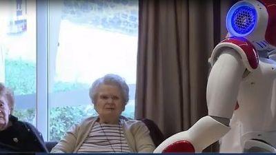 Robot chăm sóc người cao tuổi tại viện dưỡng lão