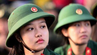 Thí sinh cận thị được tuyển vào một số trường quân đội