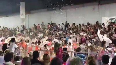 Kinh hoàng cảnh sập khán đài Lễ hội carnival tại Argentina