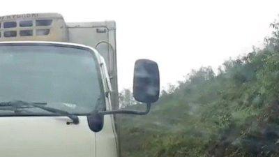 Xe tải 'cướp' đường suýt gây tai nạn thảm khốc ở Sơn La