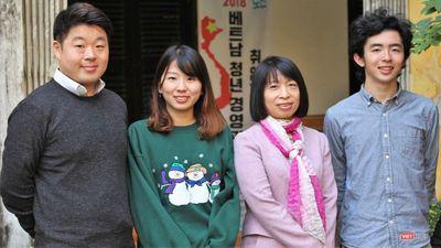 Đầu Xuân gặp gỡ những người nước ngoài đang học tiếng Việt, nghe họ hát 'Đường lên đỉnh vinh quang'