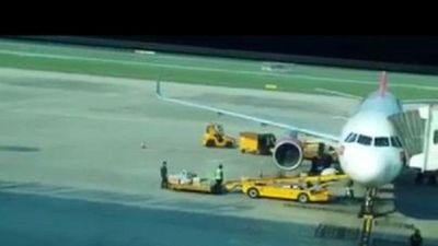 Ném hàng hóa của hành khách, nhân viên ở sân bay Đà Nẵng bị cảnh cáo