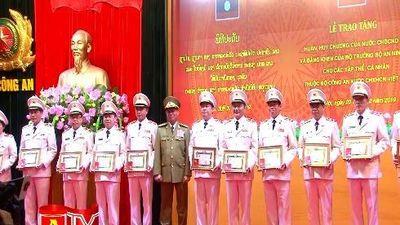 Các tướng lĩnh sĩ quan công an Việt Nam đón nhận phần thưởng cao quý của Nhà nước Lào