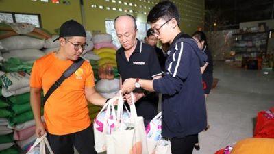 Sẻ chia yêu thương cho trẻ mồ côi tại chùa Kỳ Quang II