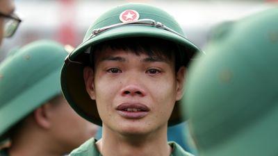 Thanh niên Thủ đô bịn rịn trong ngày lên đường nhập ngũ