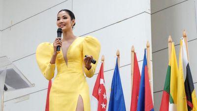 Hoàng Thùy diễn thuyết tiếng Anh tại hội nghị thanh niên ở Philippines