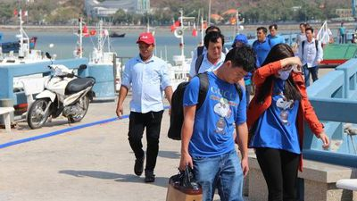 CLIP: Tàu cao tốc Côn Đảo chở hơn 500 khách gặp sự cố trên biển