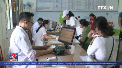 Xếp hàng chờ tiêm vắc-xin tại Đà Nẵng