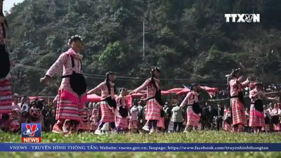 Truyền thống đội mũ tóc của dân tộc Miao Trung Quốc