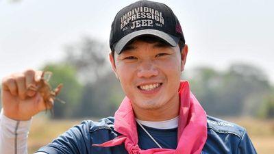 Fan 'soi' Xuân Trường nhiều năm đội một chiếc mũ, sang Thái vẫn mang