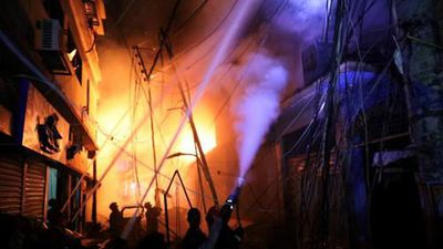 Hãi hùng biển lửa bao trùm khu phố cổ Bangladesh
