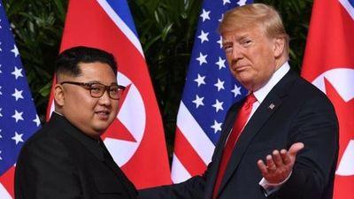 Bản sao Kim Jong-un và Donald Trump đi thăm Hà Nội