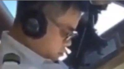 Lộ video cơ trưởng ngủ gục khi đang lái máy bay