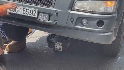 Va chạm với xe tải, người phụ nữ đi xe máy chết tại chỗ