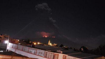 Núi lửa Mexico phun trào dữ dội trong đêm