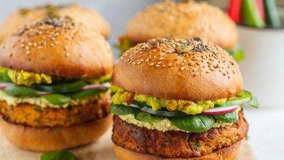 Công thức làm burger thuần chay hấp dẫn cho ngày rằm